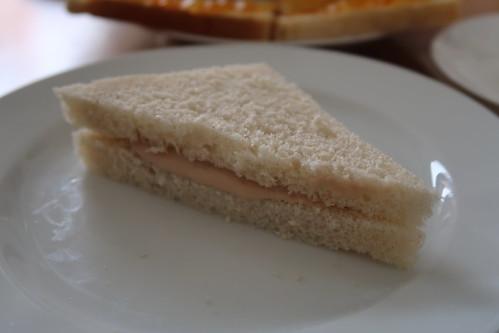 Sandwich mit Thunfischcreme (= tuna sandwich)