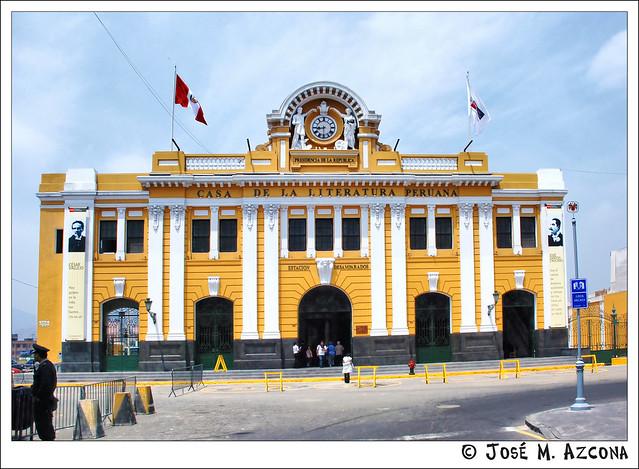 """Lima (Perú). Estación de Desamparados (actualmente """"Casa de la Literatura Peruana"""")"""