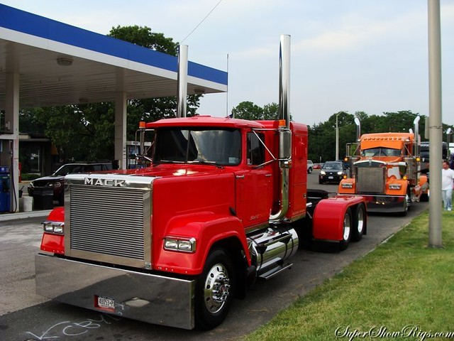 Classic Old Semi Trucks http://www.flickr.com/photos/cornshellers/galleries/72157623427935685/