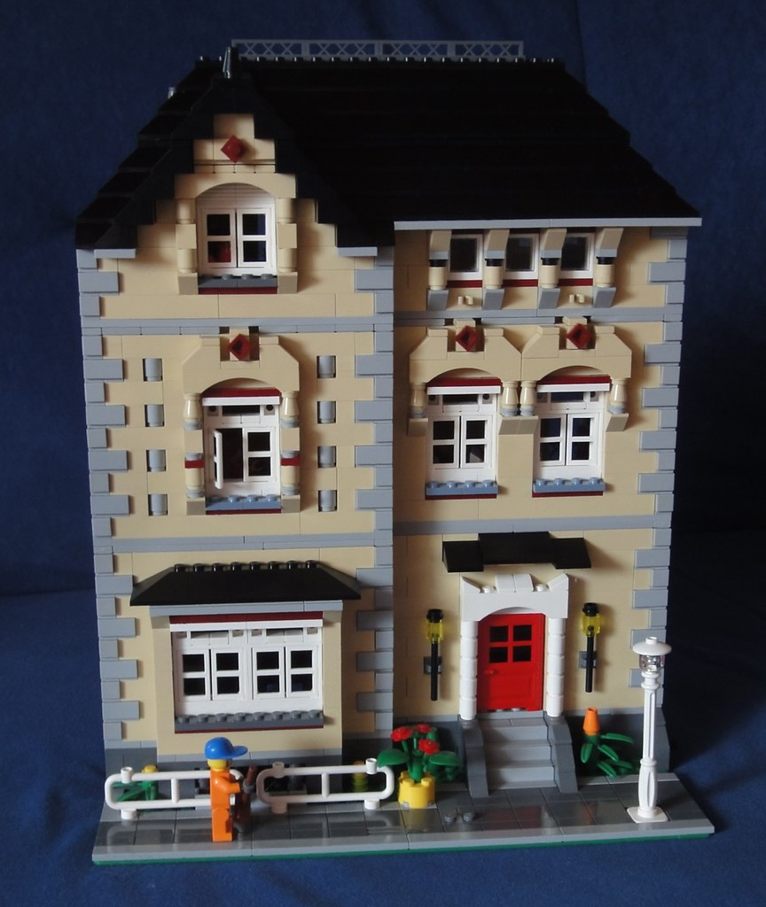 Lego modular town house flickr photo sharing for Lego house original