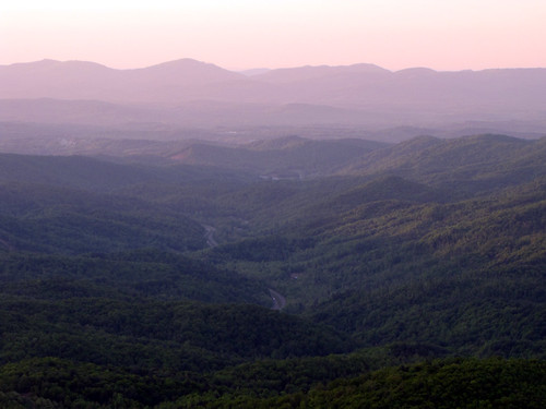 road morning mountain mountains landscape spring northcarolina april landschaft blueridgemountains blueridgeparkway appalachianmountains appalachians westernnorthcarolina southernappalachians ccbyncsa elkmountainoverlook canonpowershotsx10is