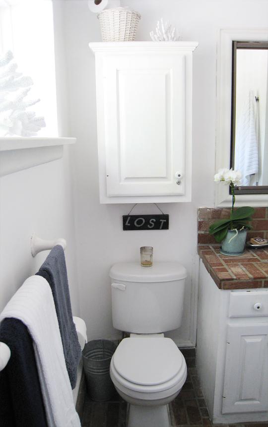 Brick Beach Bathroom+decorative coral | Flickr - Photo ...