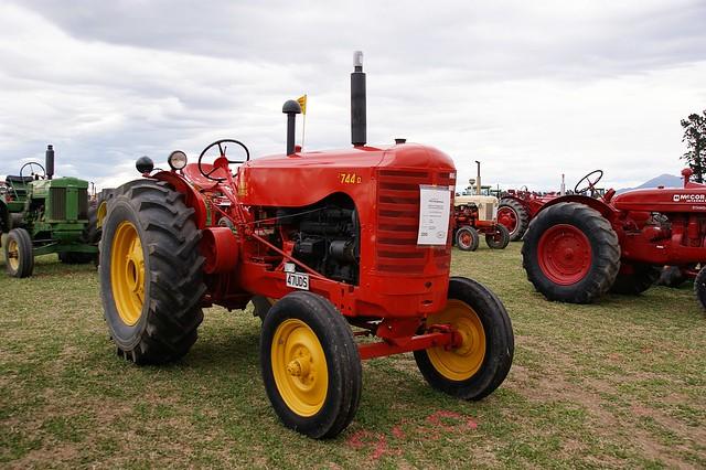 Massey Harris 744 : Massey harris d tractor flickr photo sharing