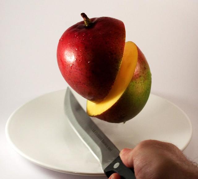 Cutting Mangos, Samurai-style