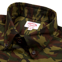 bag(0.0), military(0.0), pattern(1.0), brown(1.0), military camouflage(1.0), clothing(1.0), camouflage(1.0),