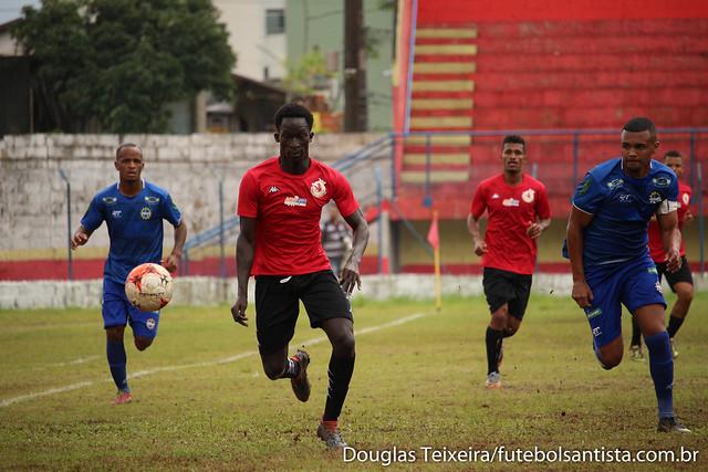 Lance da partida entre Real Cubatense e São José E.C., válida pelo Campeonato Paulista da Segunda Divisão. A Águia do Vale superou o Guará Vermelho pelo placar de 3 a 2