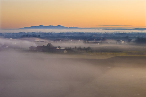 mountain fog sunrise bosnia foggy valley d60 afsdxnikkor35mmf18g motajica lijevce lsclcomp