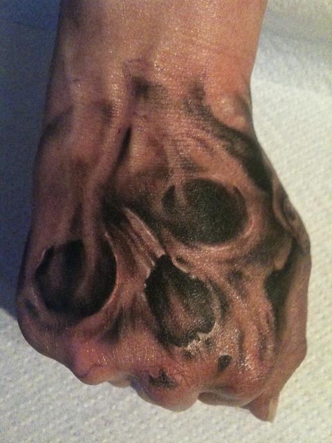 Skull Hand Tattoo stae