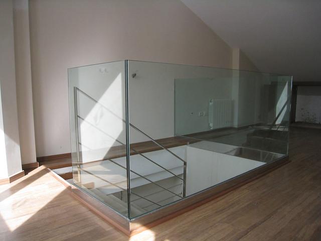 barandilla de cristal y acero