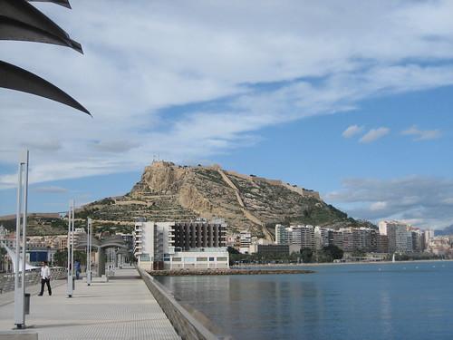Vista del Castillo de Alicante desde el puerto
