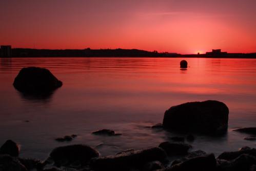ocean city pink sunset red sea orange lake water southwales wales river lowlight rocks warm capital cymru cardiff pebbles lensflare welsh cardiffbay barrage tigerbay