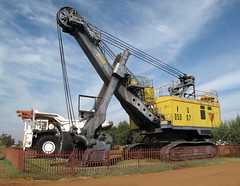 asphalt(0.0), transport(0.0), drilling rig(0.0), harvester(0.0), machine(1.0), vehicle(1.0), construction equipment(1.0), crane(1.0), land vehicle(1.0),