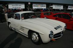 compact car(0.0), race car(1.0), automobile(1.0), automotive exterior(1.0), vehicle(1.0), automotive design(1.0), mercedes-benz(1.0), mercedes-benz 190sl(1.0), mercedes-benz 300sl(1.0), antique car(1.0), classic car(1.0), vintage car(1.0), land vehicle(1.0), sports car(1.0),