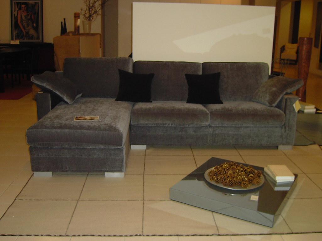 Divano ambrogio ditre italia divano ambrogio della linea for Arredamenti guardamiglio