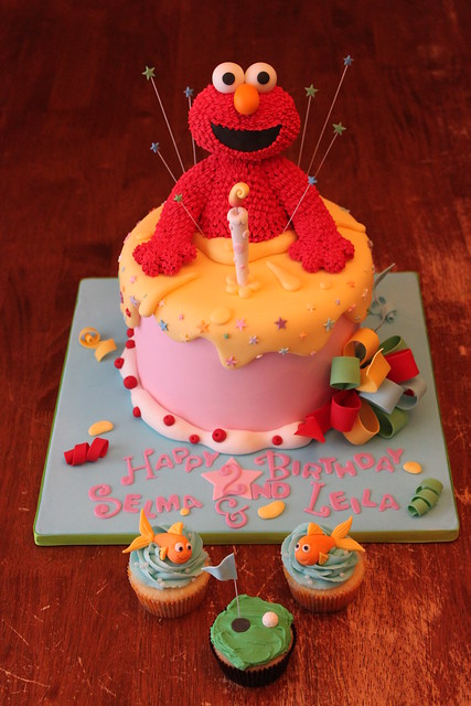 Elmo cake with smash cuppies, and a little something for daddy ; )