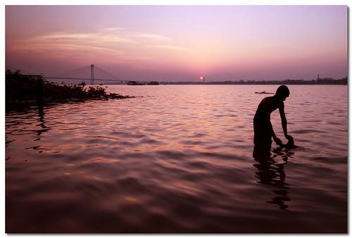 sunset colors silhouette river dusk ganga ganges sigma1020mm dayend canoneos50d secondhooglybridge vidyasgarsetu