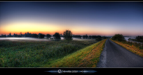 road trees mist grass fog photoshop sunrise canon river rebel belgium belgique tripod belgië sigma tips fields remote 1020mm erlend hdr mechelen cs3 3xp photomatix tonemapped tonemapping xti 400d dezenne erroba robaye erlendrobaye