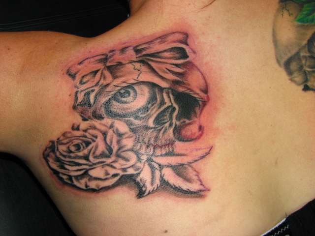 Girly Skull Tattoo Pictures http://www.flickr.com/photos/fastlanetattoony/5076549534/
