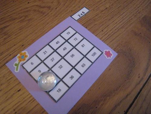 Le bonheur en famille apprendre en jouant for Apprendre multiplication en jouant