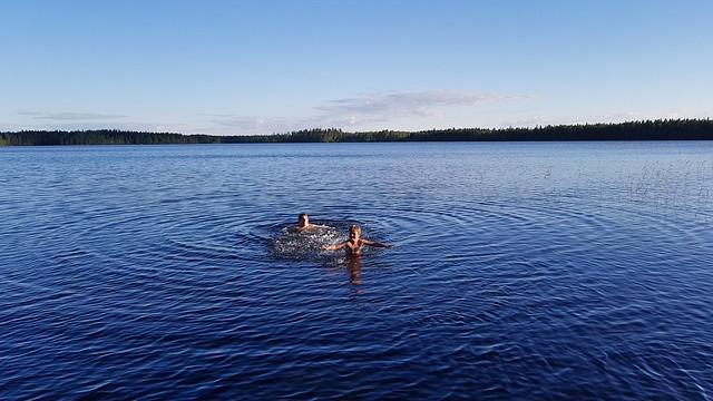 kesän uinti kuvaa