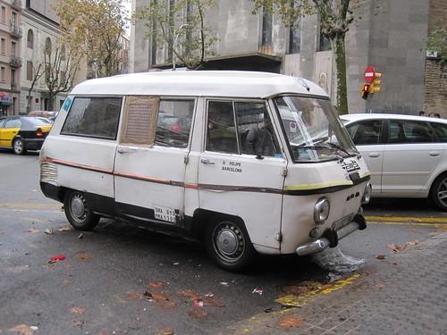 Siata Ebro aparcada al carrer Bailen de Barcelona