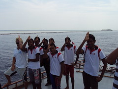Dhigurah school day out on the reef