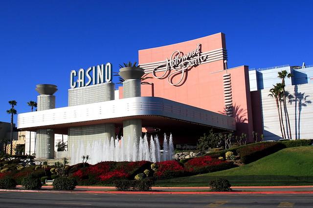 Hollywood Park Casino 77