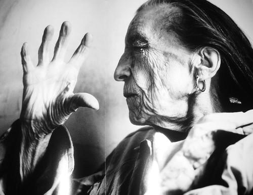 Louise Bourgeois, por Annie Leibovitz (1911-2010) by goimardantas