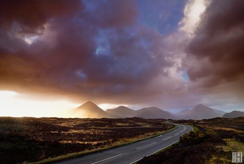 road morning clouds sunrise landscape geotagged scotland isleofskye spirit gettyimages gbr glensligachan sligachanhotel sconser lochsligachan eileanacheo grosbritannien geo:lat=5729842958 geo:lon=620287074