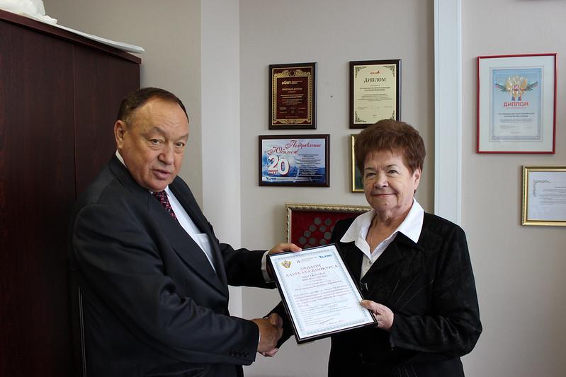 Вручение Полуказаковой Валентине Ефимовне диплома конкурса «За лучшую киосковую сеть»