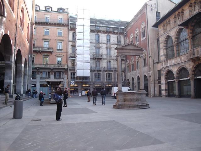 20091112 Milano 20 Piazza dei Mercanti 24