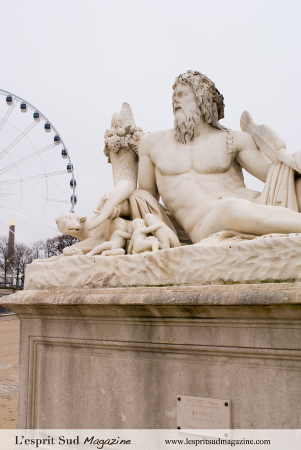 Sculpture on Jardin des Tuileries (Louvre museum)