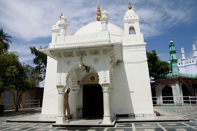 tomb of aurangzeb khuldabad