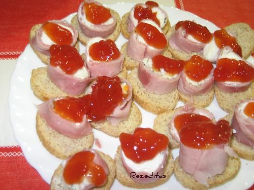 Rezeditas canapes de rollitos de jamon y queso con for Canape de jamon y queso