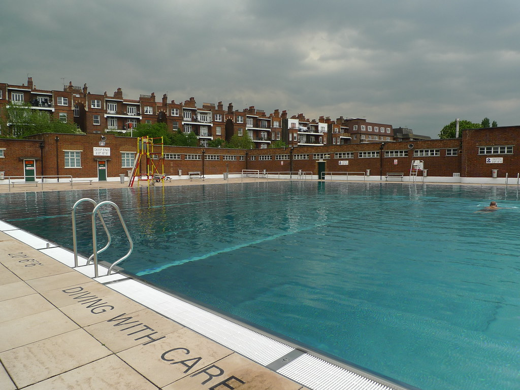 Caroline no parliament hill lido for Hampstead heath park swimming pool