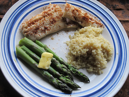 Calories in cooked quinoa cooked quinoa calories in for Poaching fish in wine