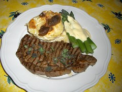 Steak, gratin and asparagus