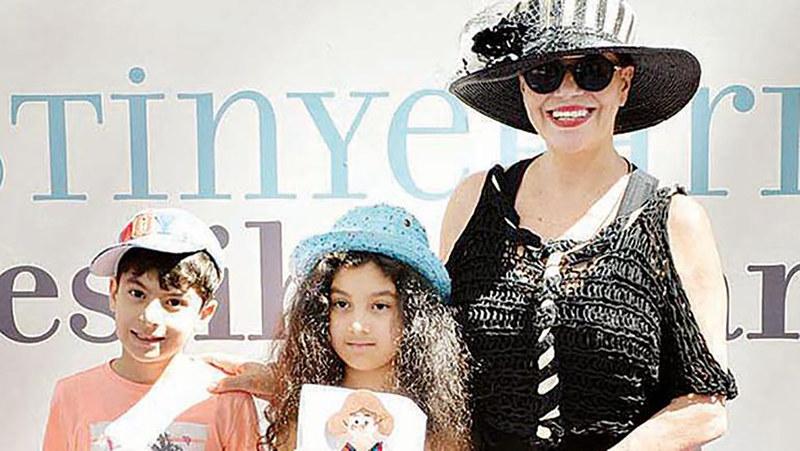 Neslihan Yargıcı İstinye Park'ta düzenlenen İstanbul Shopping Fest (İSF) kapsamında çocuklarla bir araya geldi