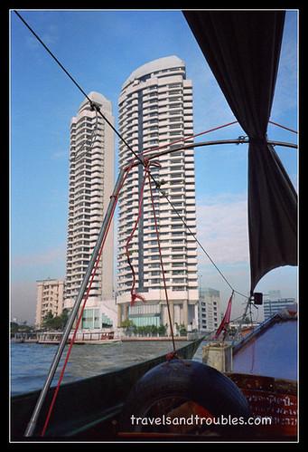 Torens aan de rivier