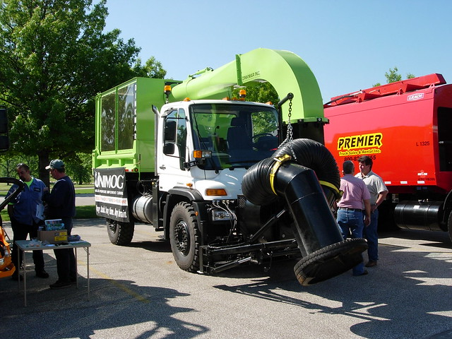 Leaf Vacuum Truck http://www.flickr.com/photos/40126553@N03/4291918830/