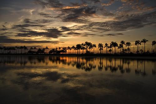 sunset seascape reflection water silhouette clouds hawaii waikiki oahu duke lagoon honolulu 201002010097 kahanamaku