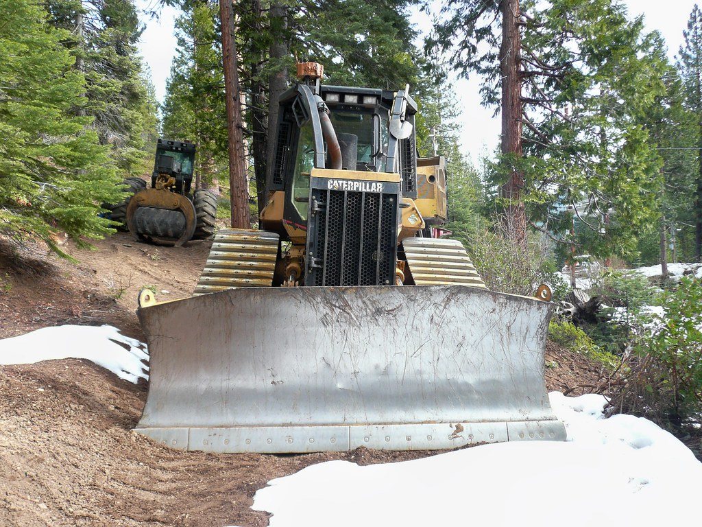 CA 527 003 | CAT 527 Track Skidder working in the mountains