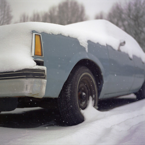 auto park blue usa snow cold color 6x6 tlr film car analog america square lens us reflex md focus automobile fuji mechanical united patrick twin maryland baltimore mat negative v covered 124g pro epson medium format snowing states manual 500 80 joust yashica hampden wyman 220 estados ouside bluish 80mm f35 fujicolor c41 unidos yashinon v500 160s autaut patrickjoust