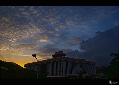 travel sunset sky sun art love clouds digital photography photo flickr kerala dslr trivandrum goverment thiruvananthapuram tourisim flickraward sonyalphaa200 lalframes fabulousplanet