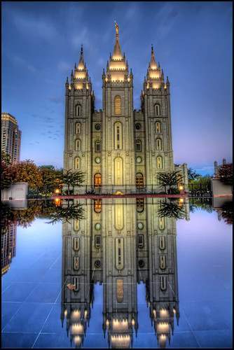 city urban usa reflection church temple utah us unitedstates iglesia saltlakecity hdr 2010 mormontemple saltlaketemple noiseware churchofjesuschristoflatterdaysaints photomatix ldstemple imagenomic latterdaysaintstemple freakydeail