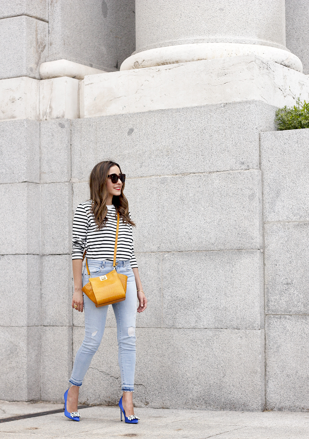 navy stripes denim jeans mustard bag uterqüe heels outfit fashion style06