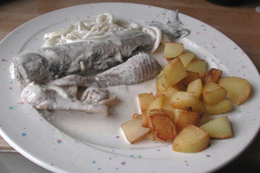 Eingelegter Sahnehering mit Bratkartoffeln / Potted Herring with fried potatoes