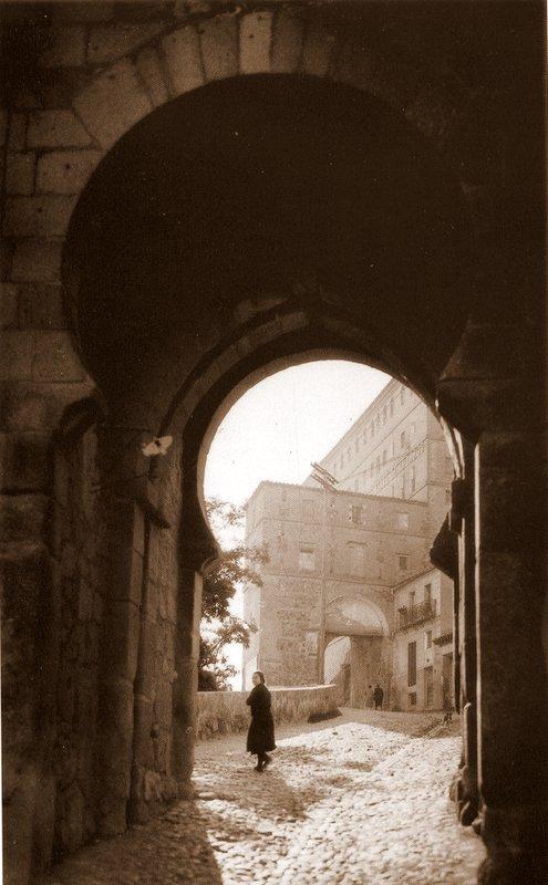 Toledo olvidado la puerta del sol y la puerta de alarcones for Puerta 5 foro sol