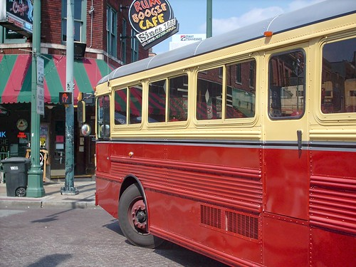 Backbeat Tours chartered sightseeing bus. Memphis Tennesee USA. September 2007. by Eddie from Chicago
