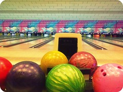 team sport(0.0), bowling pin(1.0), individual sports(1.0), sports(1.0), ball game(1.0), ten-pin bowling(1.0), bowling(1.0), ball(1.0),